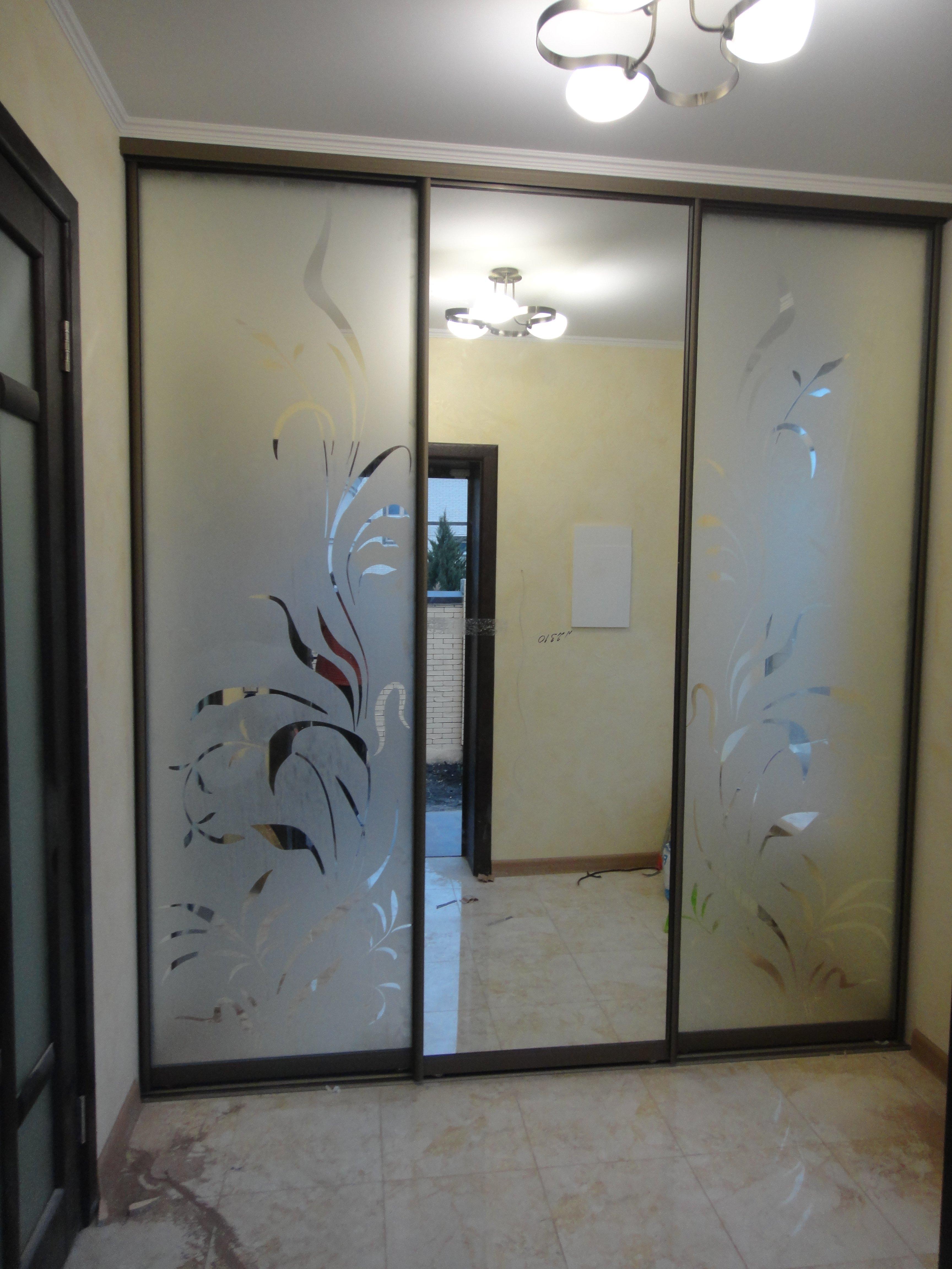 встроенный шкаф зеркальный фото с рисунком получается