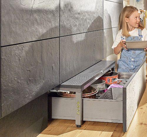 Система хранения в мебельном цоколе