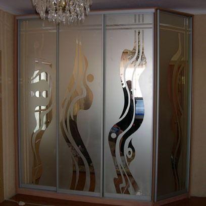 Шкаф-купе с пескоструйным рисунком на зеркале