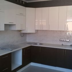 Угловая кухня кухня МДФ верх-пластик и низ-шпон