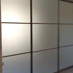 Раздвижная перегородка в студию в закрытом состоянии