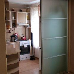 Раздвижная перегородка для кухни, вид из комнаты