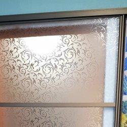 Стекло с пескоструйным рисунком в алюминиевом профиле