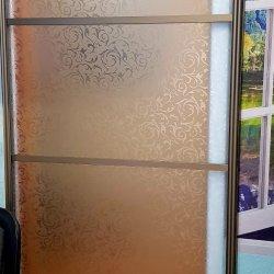 Стеклянная раздвижная дверь, пескоструйный узор