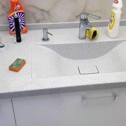 Столешница из искусственного камня с интегрированной раковиной для ванной