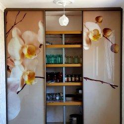 Встроеный шкаф со стеллажом