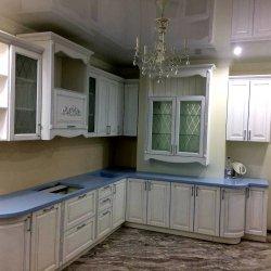 Белая угловая кухня МДФ под дерево