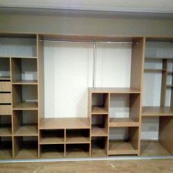 Встроенный шкаф для спальни с компьютерным столом