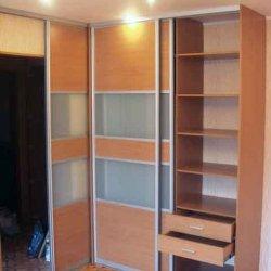 Шкаф-купе и межкомнатная дверь