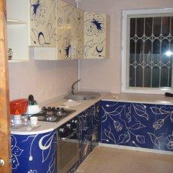 Кухня с росписью Цветы, синяя
