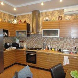 Кухня из шпона встроенная угловая