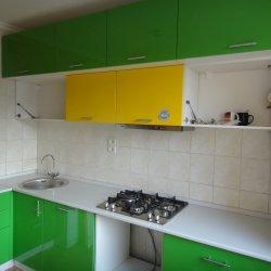 Кухня крашенный МДФ зелено-желтая 2