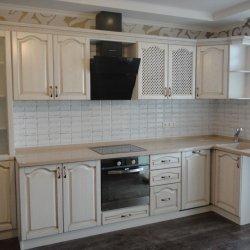 Кухня из массива в классическом стиле