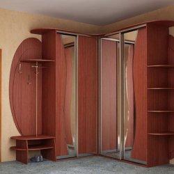 Угловая с зеркальными шкафами-купе