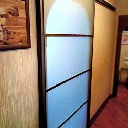 Раздвижная межкомнатная дверь, матовое стекло + темный профиль