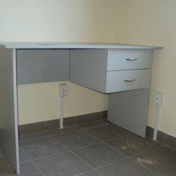 Белый стол для офиса