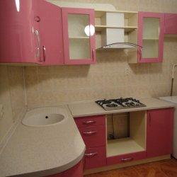 Угловая кухня с закругленным фасадом