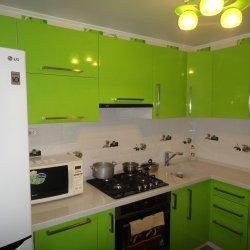 Зеленая кухня фасады крашенный МДФ 1