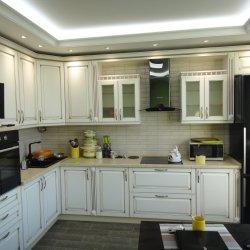 Белая кухня в классическом стиле