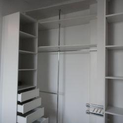 Встроенная гардеробная лофт в прихожей