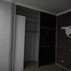 Встроенная гардероная с дверями-купе