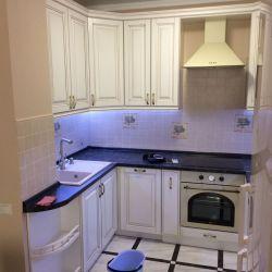 Кухня с рамочным фасадом из массива с подсветкой 3