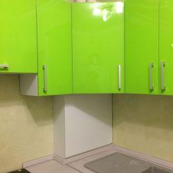 Яркая зеленая кухня из крашенного мдф 4