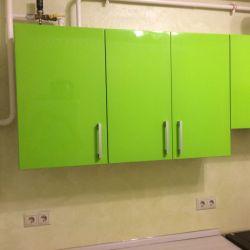 Яркая зеленая кухня из крашенного мдф 3