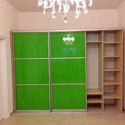 Шкаф с цветным стеклом Зеленое Яблоко