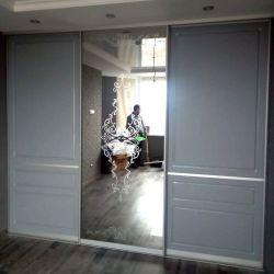 Трехдверный шкаф с зеркалом