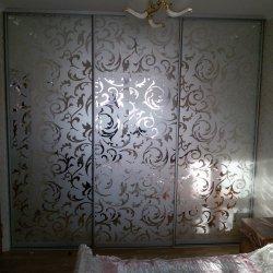 Белый пескоструйный узор на зеркале