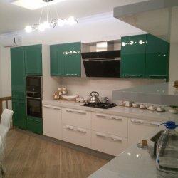 Зеленая кухня из МДФ