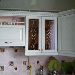 Кухонный шкаф с витражом