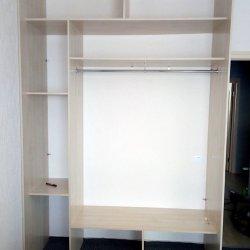 Каркас шкафа в процессе сборки