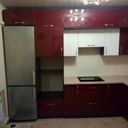 Двух-ярусная красно-белая кухня, МДФ крашеный