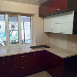 Кухня МДФ крашеный, белые и красные фасады