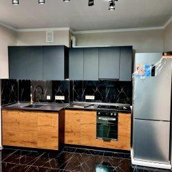 Кухонный гарнитур в двух уровнях