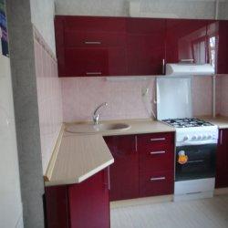 Красная кухня из крашенного МДФ 3