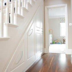 Встроенные шкафы под лестницу