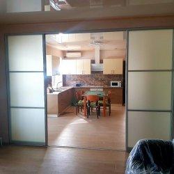 Раздвижная перегородка кухня-комната