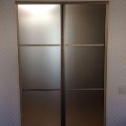 Золотистая стеклянная дверь для спальни