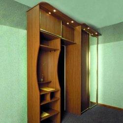 Шкаф-купе и антресоль с раздвижными дверями в прихожей