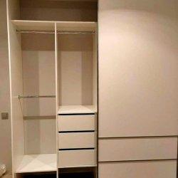 Наполнение шкафа-купе: ящики, вешала