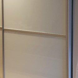 Дверь шкафа-купе, цветное стекло + алюминиевый профиль