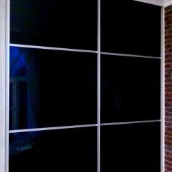 Шкаф-купе с черным стеклом Lakobel 2