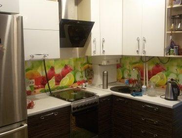 Угловая кухня с фотопечатью на фартуке (фрукты) - 140000р.