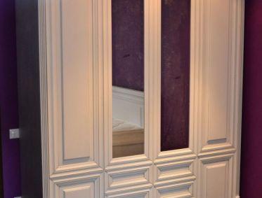 Белый классический распашной шкаф для спальни - 70000 р.