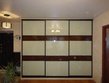Шкафы-купе со стеклянными вставками