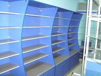 Торговый шкаф с полками