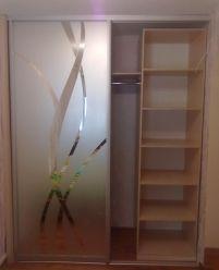 Встроенный шкаф-купе, зеркало с пескоструем